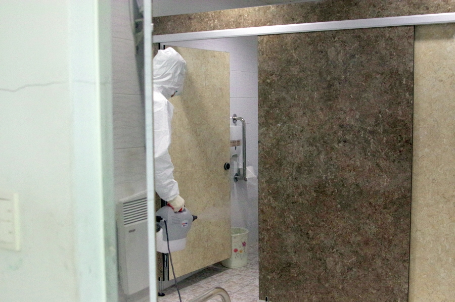 영동군 장애인복지관 화장실 방역장면